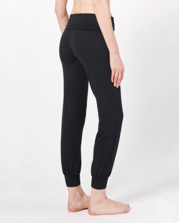 womens-bamboo-yogi-pants-black-2-615×1024